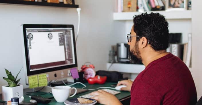 Freelance Graphic Designer vs A Graphic Design Agency